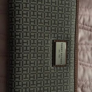 Tommy Hilfiger Tan Wallet